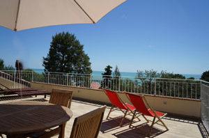 terrazza-solarium-numana-affitto-camere-b&b-riviera-del-conero-b&b-vivere-il-mare
