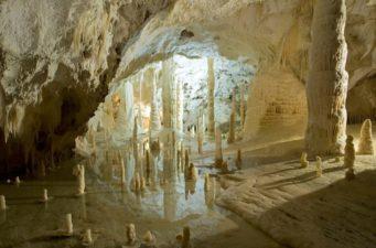 grotte-di-frasassi-ancona-mare-numana-riviera-del-conero-affitto-rent-camere-room-b&b-vivere-il-mare